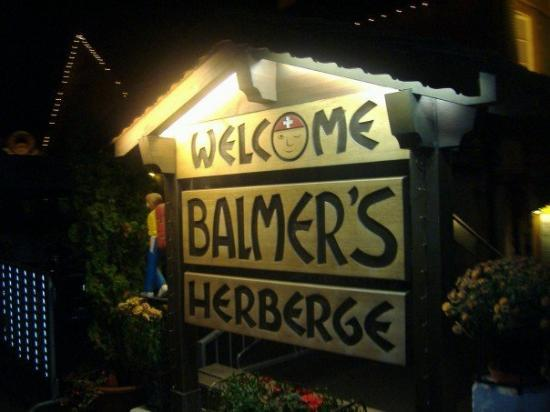 Balmer's Hostel: Balmer's!!!!  That's the place we ate dinner the first night.    AHHH!!  Too many good pictures.