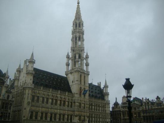 แกรนด์เพลซ: La Grand Place.