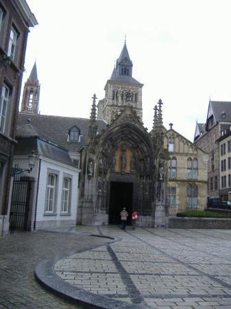 มาสทริชต์, เนเธอร์แลนด์: St. Servaatius.