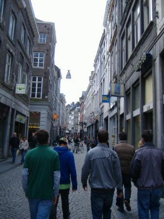 มาสทริชต์, เนเธอร์แลนด์: Touring the streets of Maastricht with Roel.