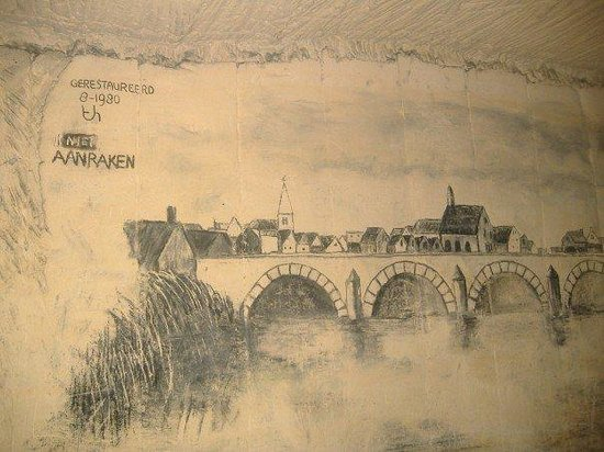Maastricht Underground: All of the drawings on the walls were done with charcoal.