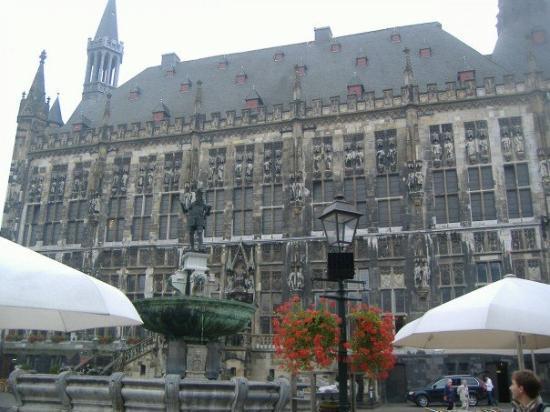 อาเคน, เยอรมนี: City Hall is pretty sick, too.