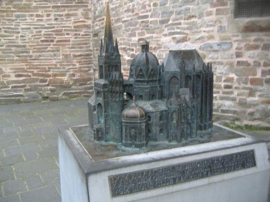 Aachen Cathedral (Dom): Model of the Dom.