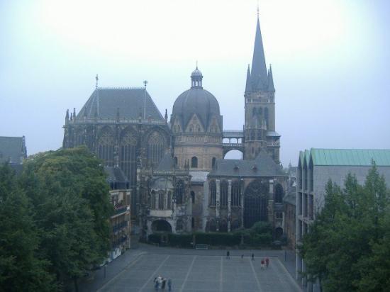 Aachen Cathedral (Dom) ภาพถ่าย