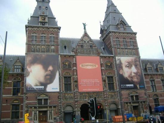 พิพิธภัณฑ์แห่งชาติ: Front view of the Rijks.
