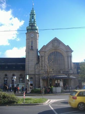 เมืองลักเซมเบิร์ก, ลักเซมเบิร์ก: Train station exterior.