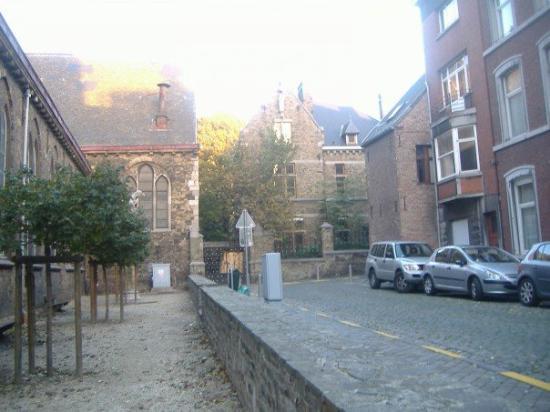 ลีแอช, เบลเยียม: Backside of another church which I found out was locked by the time I got there.