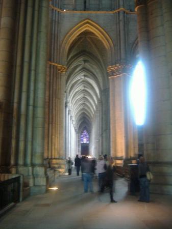 Cathedrale Notre-Dame de Reims: Inside this Notre Dame.