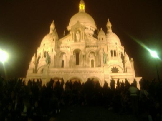 ซาเคร็ดฮาร์ทบาซิลิกาแฟมอนมารทร์: Sacre Coeur at night.