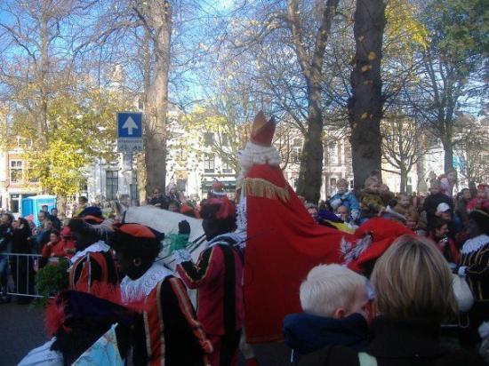มิดเดลเบิร์ก, เนเธอร์แลนด์: Sinter entering on his white horse!