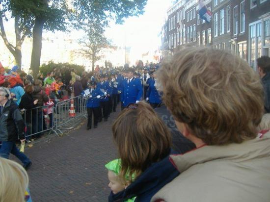 มิดเดลเบิร์ก, เนเธอร์แลนด์: Starts with the band.