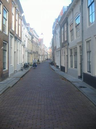 มิดเดลเบิร์ก, เนเธอร์แลนด์: Middelburg street.  Very quiet.