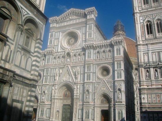 มหาวิหารศานตามาเรีย เดลฟิโอเร: Il Duomo.  It's huge.