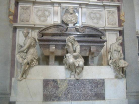 Basilica di Santa Croce: Tomb of Michaelangelo.