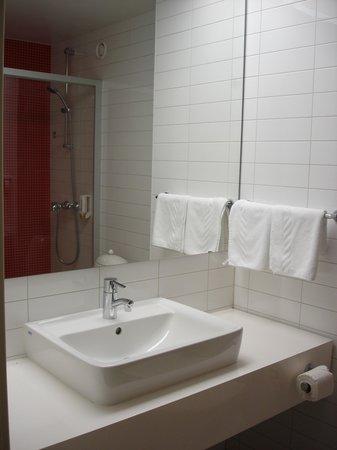 ปาร์คอินน์ พรีบัลติย์สกายา เซนต์ปีเตอร์สเบิร์ก: Bathroom - view one - Pribaltiskaya