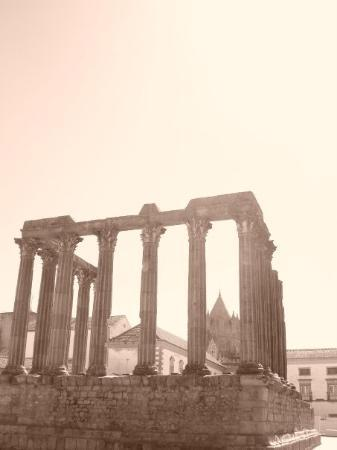 เอโวรา, โปรตุเกส: The city's historic legacy was officially recognized in 1986, when UNESCO declared Evora a World