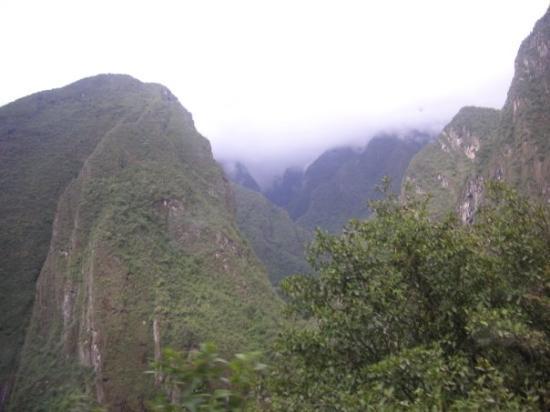 มาชูปิกชู, เปรู: bus ride up the mountain...haha the long and winding road