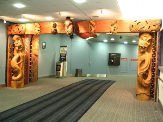 โอกแลนด์เซ็นทรัล, นิวซีแลนด์: Our 'greeting' into the airport in Auckland, NZ.