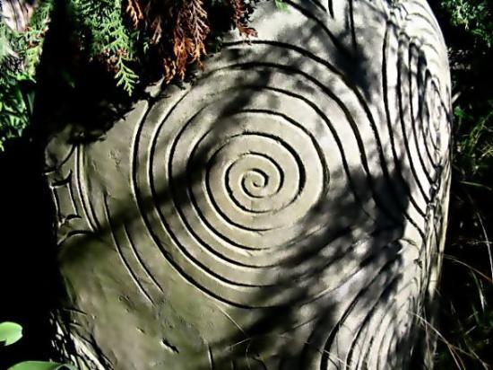 ไครสต์เชิร์ช, นิวซีแลนด์: Spiral Mandala Carving... Botantical Gardens, Christchurch, NZ