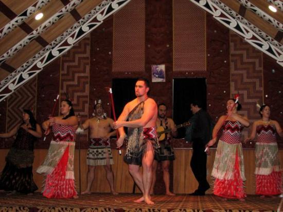 โรโตรัว, นิวซีแลนด์: Maori Show in Rotorua