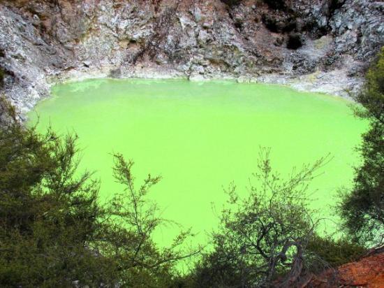 """โรโตรัว, นิวซีแลนด์: """"Devil's Bath"""""""