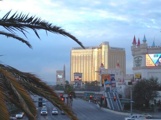 เอ็มจีเอ็มแกรนด์โฮเต็ล แอนด์คาสิโน: Vegas