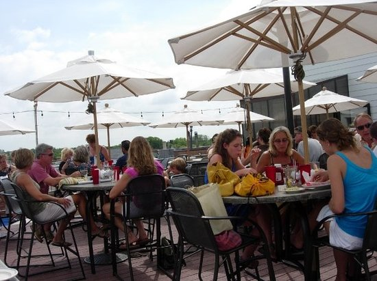 Stella's Fish Cafe : rooftop seating at Stella's Fish Restaurant