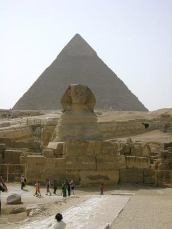 กิซ่า, อียิปต์: Classic Sphinx and Pyramid shot