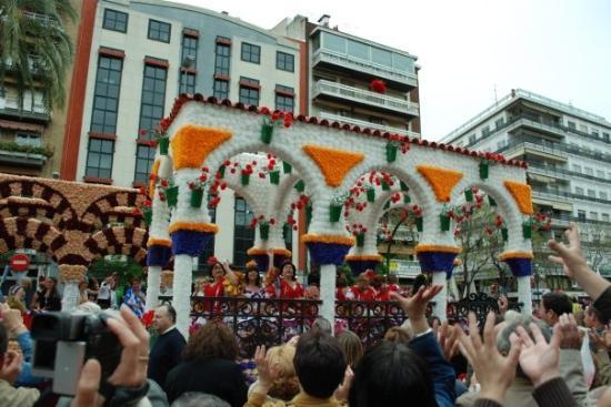 คอร์โดบา, สเปน: El domingo pudimos difrutar de la Batalla de las Flores que inicia las fiestas de mayo de Córdob