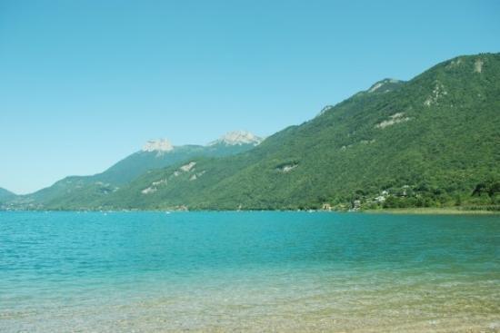 อานเนอซี, ฝรั่งเศส: El baño en este rincón del lago fue fabuloso