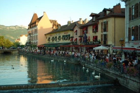 อานเนอซี, ฝรั่งเศส: Annecy... mucho turismo, pero merece la pena