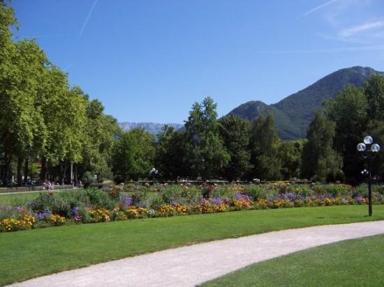อานเนอซี, ฝรั่งเศส: Preciosos jardines de Annecy