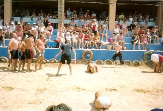 อิบิซา, สเปน: Ian showing off