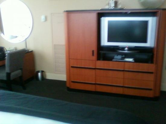 Loews Philadelphia Hotel: Flat screen!!
