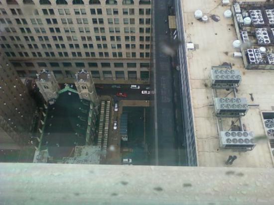 ฟิลาเดลเฟีย, เพนซิลเวเนีย: On the 32nd floor everyone looks tiny