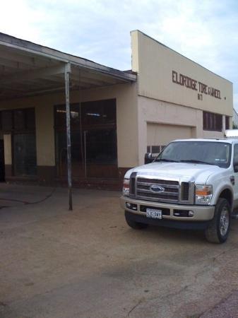 ฟอร์เรสต์ซิตี, อาร์คันซอ: This tire store been owned by Fred for nearly 50 years.