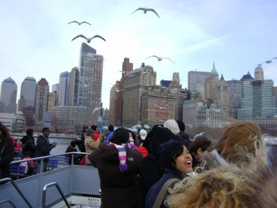 Wicked: this was just one awsom picture. Farrie to the statue of liberty.