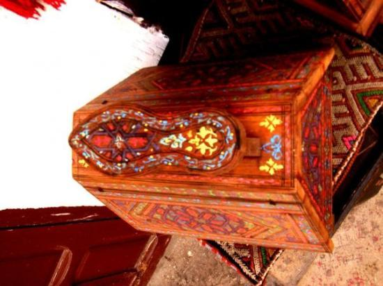 ฟาซ, โมร็อกโก: stool for shoe shining