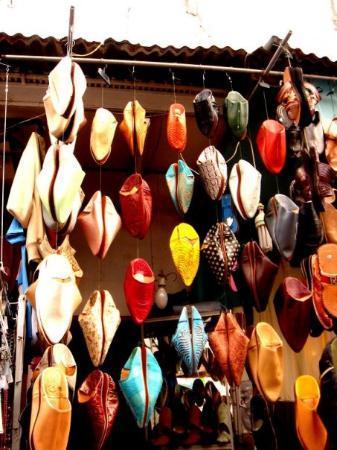 ฟาซ, โมร็อกโก: Babouches in colorful leather