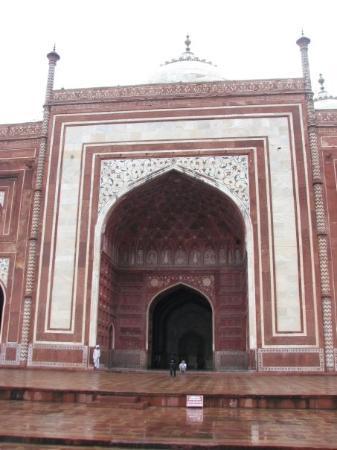 ทัชมาฮาล: Mosque on left side of Taj Mausoleum