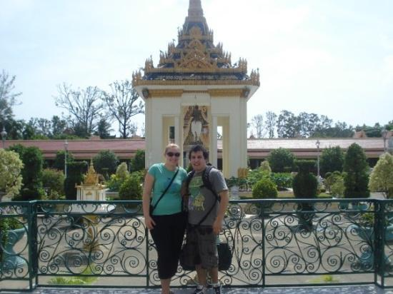 พนมเปญ, กัมพูชา: Me and Wifey just outside the Silver Pagoda.