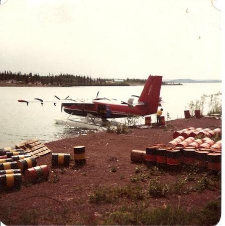 เยลโลไนฟ์, แคนาดา: F-ZZM in Ft. Reliance, N.W.T.  refueling.  1980
