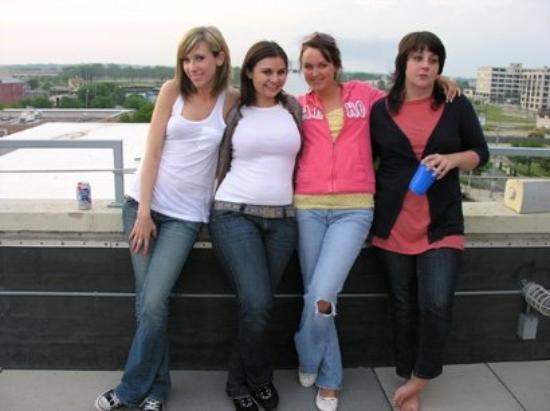 เดย์ตัน, โอไฮโอ: Lisa's Grad Party Rooftop Style