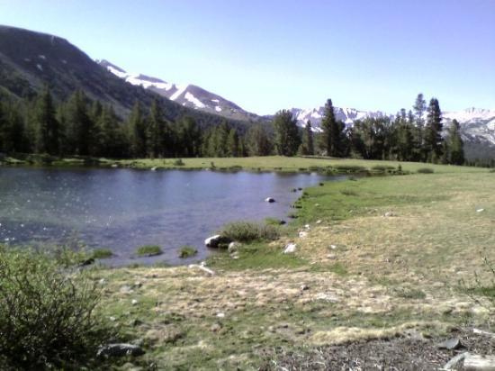แมมมอทเลก, แคลิฟอร์เนีย: Lake at enterance to Yosemite