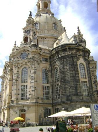 เดรสเดิน, เยอรมนี: El Frauenkirche. Las piedras negras son las únicas que se salvaron del bombardeo
