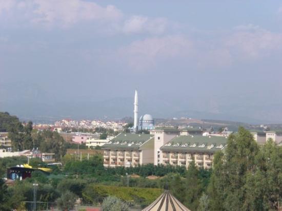 ซีเด, ตุรกี: im Hintergrund die Moschee, die uns jeden Morgen um halb 6 aus dem Schlaf gerissen hat...