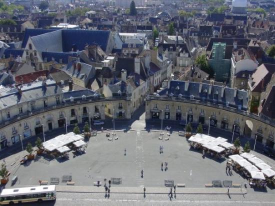 ดีชง, ฝรั่งเศส: Place de la Libération