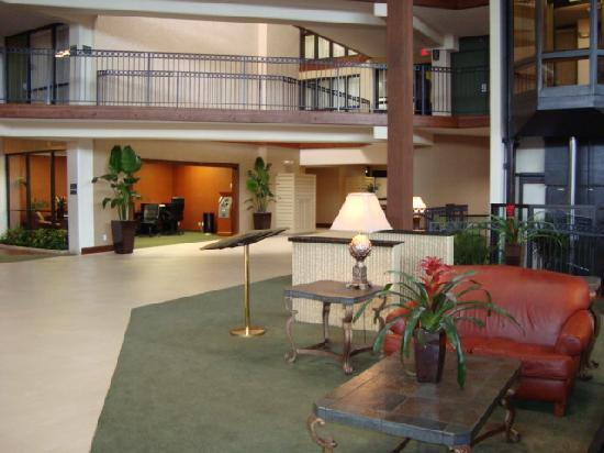 Clarion Hotel Kansas City - Overland Park: Front Lobby