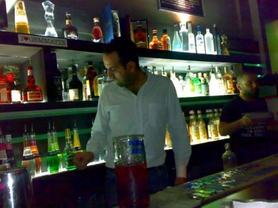 เบรุต, เลบานอน: rimon preparing the pitchers...man u made me so drunk