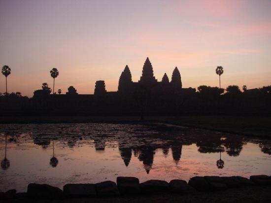 นครวัด: Angkor What, Siem Riep at sunrise......Wish I could go back here!